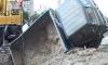 На стройке во Фрунзенском районе перевернулся грузовик