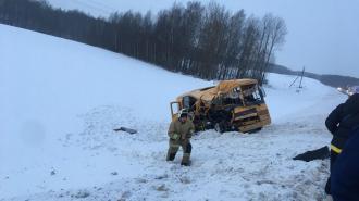 Школьный автобус столкнулся с фурой под Калугой