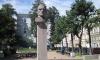 Вандалы испортили памятник Владимиру Маяковскому в центре Петербурга