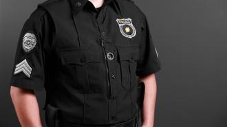 В США полицейский стрелял в преступника, а убил его 12-летнюю дочь