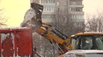 За ночь с улиц Петербурга вывезли около 11 тысяч тонн снега