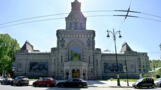 В Петербург привезли фарфоровые скульптуры Наполеона, Екатерины II и Суворова