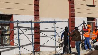 Прокуратура Петербурга начала проверку после падения строительного забора в Центральном районе