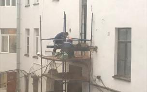 Подрядчик пообещал вернуть балконы в доме по Леншоссе до Нового года