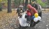 Туристы доконали скульптуру ангела в Измайловском саду Петербурга