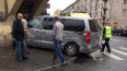 Фото: Иномарка подперла двери магазина после аварии ...
