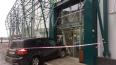 """На Камышовой улице внедорожник протаранил вход в """"Перекр..."""