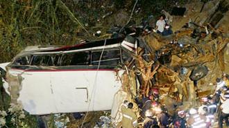 Автобус сорвался в пропасть: 43 человека погибло