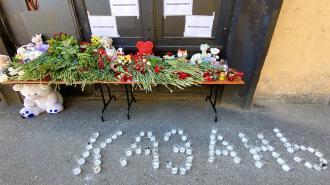 Беглов почтил память погибших в Казани при стрельбе в школе