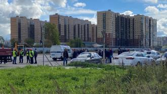 Более тысячи жителей дома на Среднерогатской вынуждены делить маленькую парковку