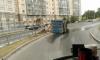 На Косыгина перевернулся мусоровоз: посреди дороги образовалась свалка