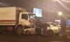 На Мурманском шоссе Петербурга BMW оказался под тяжеловозом