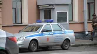 Мужчина на Чкаловском порезал ножом соседей по коммуналке и замахнулся на полицейского