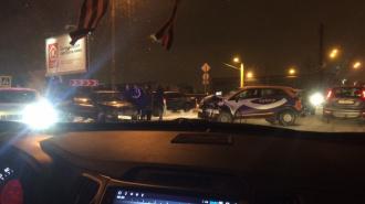 На Воздухоплавателей МЧС спасало застрявшего в машине из-за аварии человека