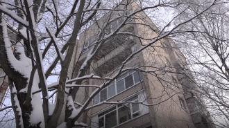 На Васнецовском проспекте из окна восьмого этажа выпала 17-летняя девушка