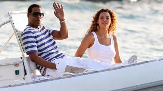 Названы самые богатые звездные пары Голливуда