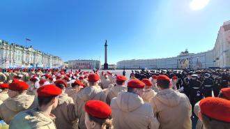 В Петербурге начался парад в честь 76-й годовщины победы в Великой Отечественной войне