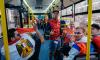 Футбольные болельщики провели телемост прямо в петербургском автобусе