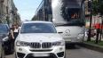 """Женщина припарковала """"BMW"""" посреди Большой Конюшенной ..."""