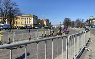 На Дворцовой площади выставили ограждения в преддверии ...