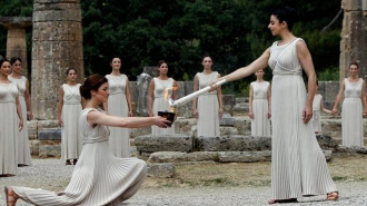 У Храма Геры в Олимпии зажгли олимпийский огонь