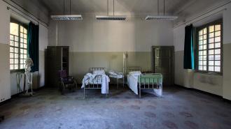 Пациент психиатрической больницы в Кемерово ограбил своих соседей по палате на 1,6 млн рублей