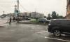 На перекрестке Левашовского проспекта и Песочной набережной из-за разлитой жидкости не могут проехать машины