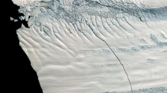 Остров из чистого льда площадью более 700 км² перегородит морские пути