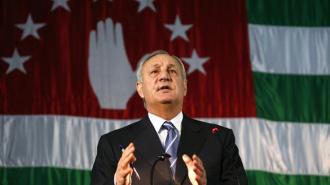 Президент Абхазии Сергей Багапш умер от рака