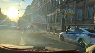 На перекрестке Литейного и Белинского произошло ДТП с маршруткой