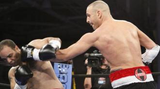 Однорукий боксер нокаутировал полицейских