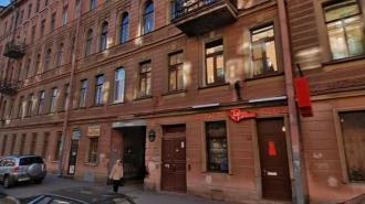 В Петербурге срезают балконы с исторического дома на 4-й Советской