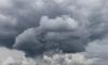 На Петербург движется шторм, который может повредить машины и балконы