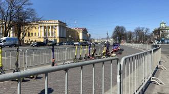 На Дворцовой площади выставили ограждения в преддверии нового митинга