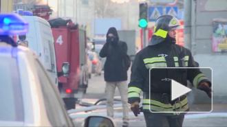 Из-за пожара в кафе в Петербурге эвакуировали 13 человек