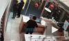 """Видео: из ТРК """"Атмосфера"""" неизвестный под курткой вынес ноутбук за 105 тысяч рублей"""