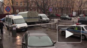 Неизвестные отобрали у мужчины в Петербурге 26 тыс долларов и 30 тыс евро