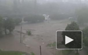 В Харькове мужчина тонул на затопленной магистрали