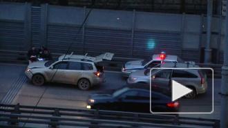 Два «Mitsubishi» встретились на виадуке в Автово