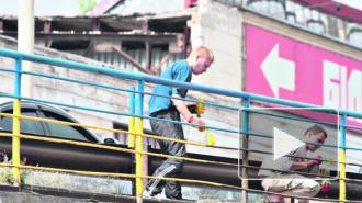 Новости Украины: в борьбе за назалежность сознательные граждане страны красят заборы