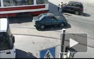 Заносчивый трамвай. ДТП на Гаванской