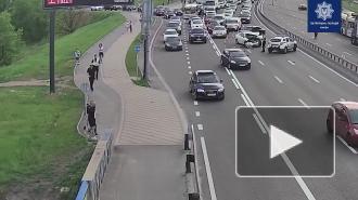 В Киеве Toyota перевернулась, зацепив на дороге оборванные провода