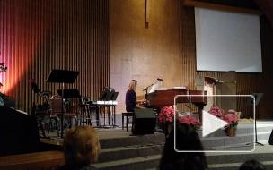 Выступление Эстер в церкви, Калгари, 2020