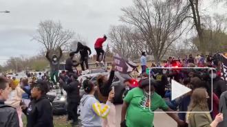 В Миннесоте произошли столкновения жителей с полицией после смерти афроамериканца