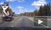 Бетономешалка вдавила Mercedes в отбойник на Новоприозерском шоссе
