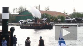 В Петербург прибыли финские паровые суда на дровах