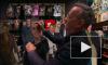 """Видео: Том Хэнкс украл """"Оскар"""" и свою картонную копию из магазина в Лос-Анджелесе"""