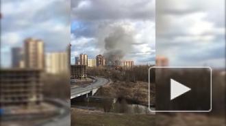 На Советском проспекте в Санкт-Петербурге бушует пожар