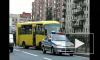 Маршрутка врезалась в ограждение трамвайных путей на пр. Просвещения