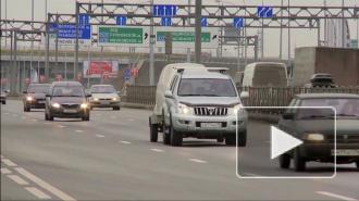 На Муринской дороге расследуют ДТП с МАЗом, в результате которого движение по магистрали было затруднено 3 часа
